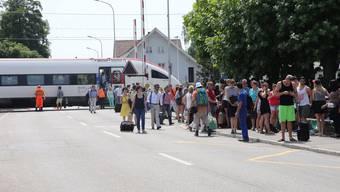 Zug steht nach Personenunfall auf Bahnübergang in Subingen