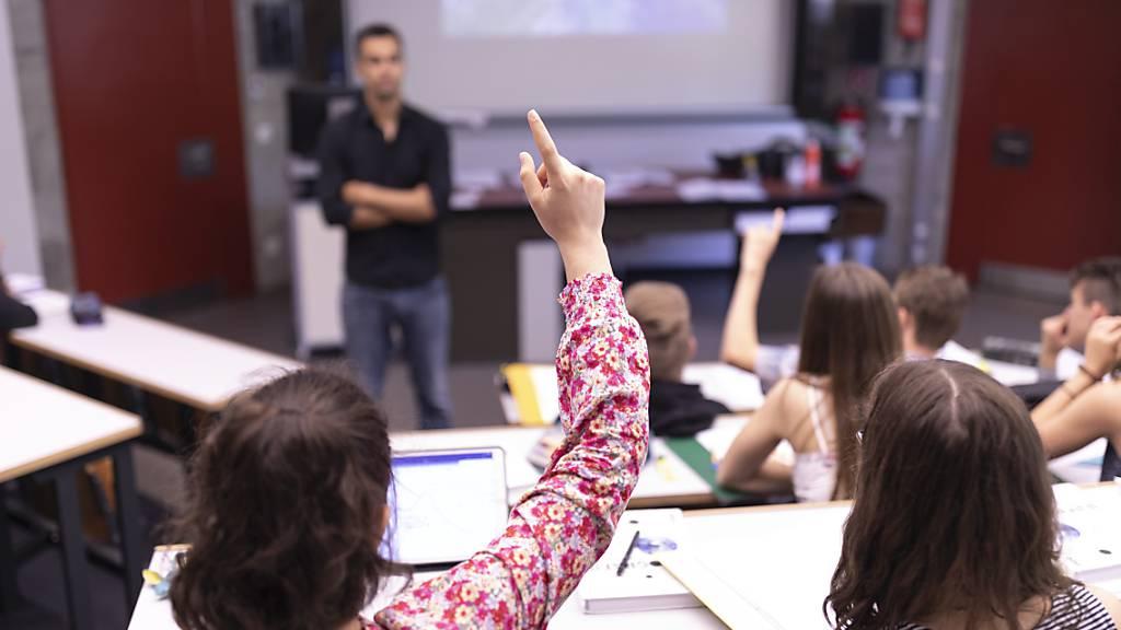Luzerner Oberstufenschülerinnen und -schüler sollen ein separates Fach für politische Bildung erhalten. (Symbolbild)