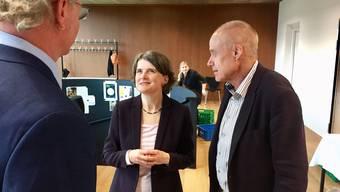 Die neue Baselbieter Sicherheitsdirektorin Kathrin Schweizer bespricht sich mit ihrem Generalsekretär Stephan Mathis (rechts) und Sprecher Adrian Baumgartner.