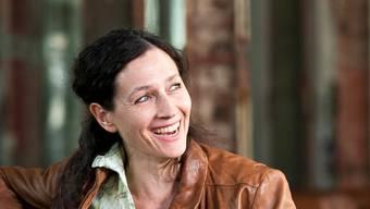Vor der Kamera die toughe Liz, kann Delia Mayer privat herzlich lachen.