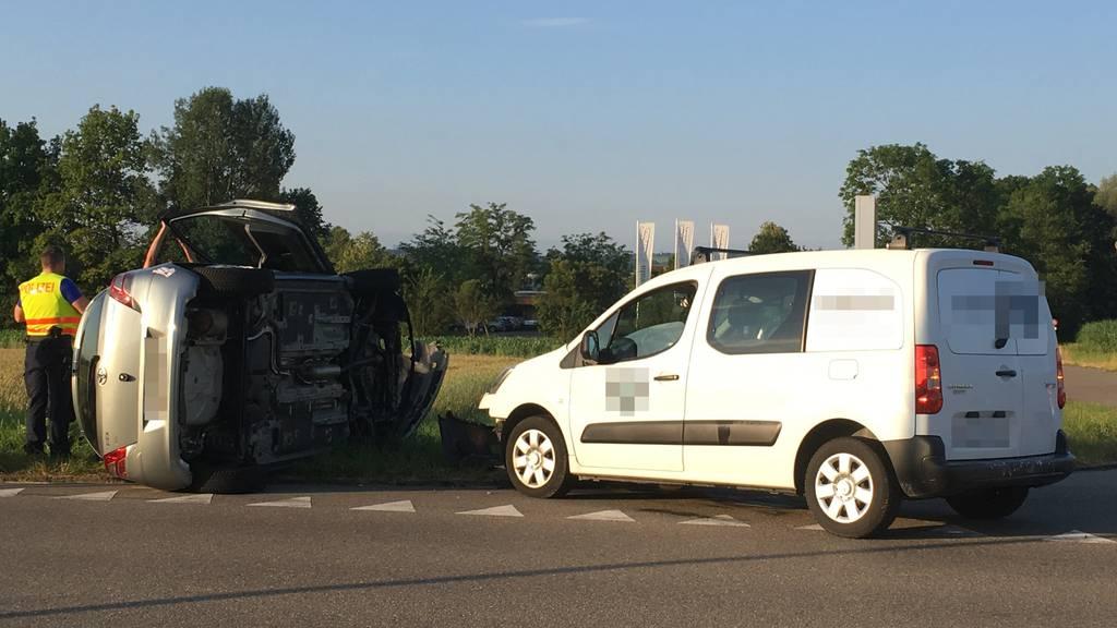 Die Frau wurde beim Unfall leicht verletzt.
