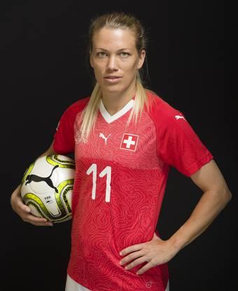 Lara Dickenmann fehlt im Playoff gegen die Niederlande verletzt. Sie glaubt an ihre Nati-Kolleginnen.