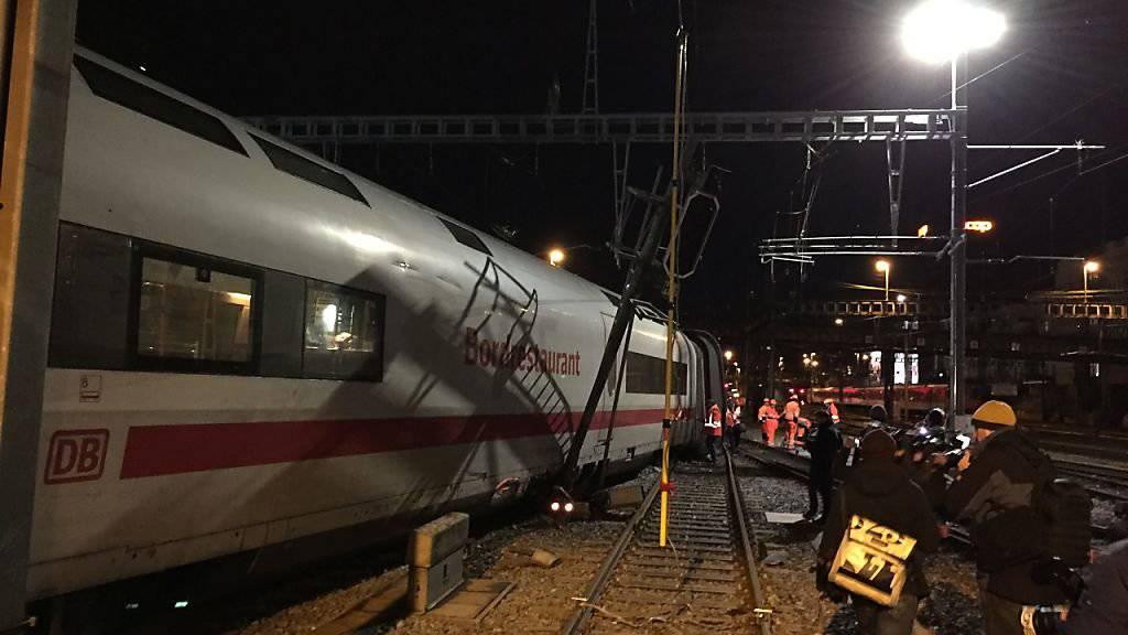 Ein entgleister ICE-Zug legt den Basler Bahnhof SBB lahm