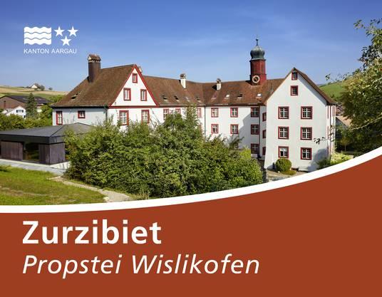 """Mit dieser Strassentafel wird Werbung gemacht für die """"Propstei Wislikofen""""."""