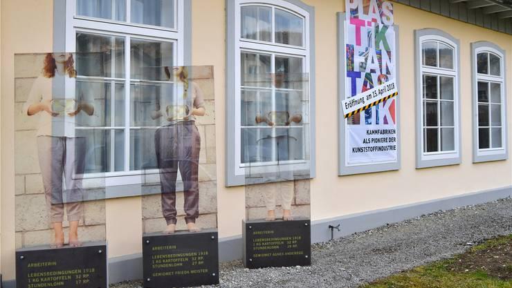 Die Stelen vor dem Museum Haarundkamm sind Frauen im Jahr 1918 gewidmet.