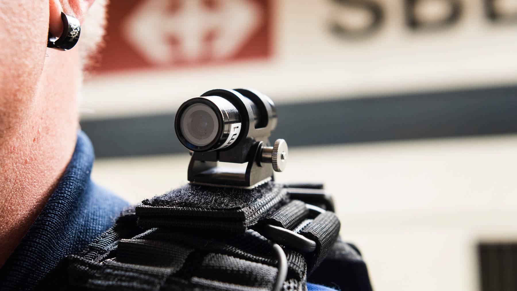 Schon 2017 war die Transportpolizei kurzzeitig mit kleinen Kameras ausgestattet.