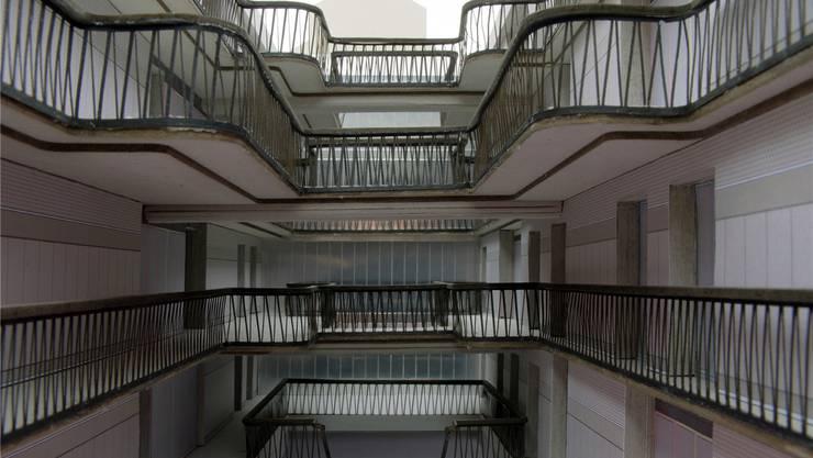 Die Wohnungen des Studentenhauses auf der Erlenmatt sind über einen Innenhof und Galerien zugänglich. Das ergibt einen spannenden, halböffentlichen Raum.