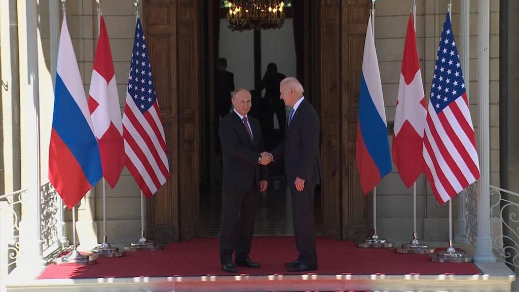 Händeschütteln zwischen Biden und Putin in Genf