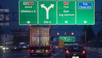 Verkehr auf der Autobahn A4 bei Zug (Archiv)