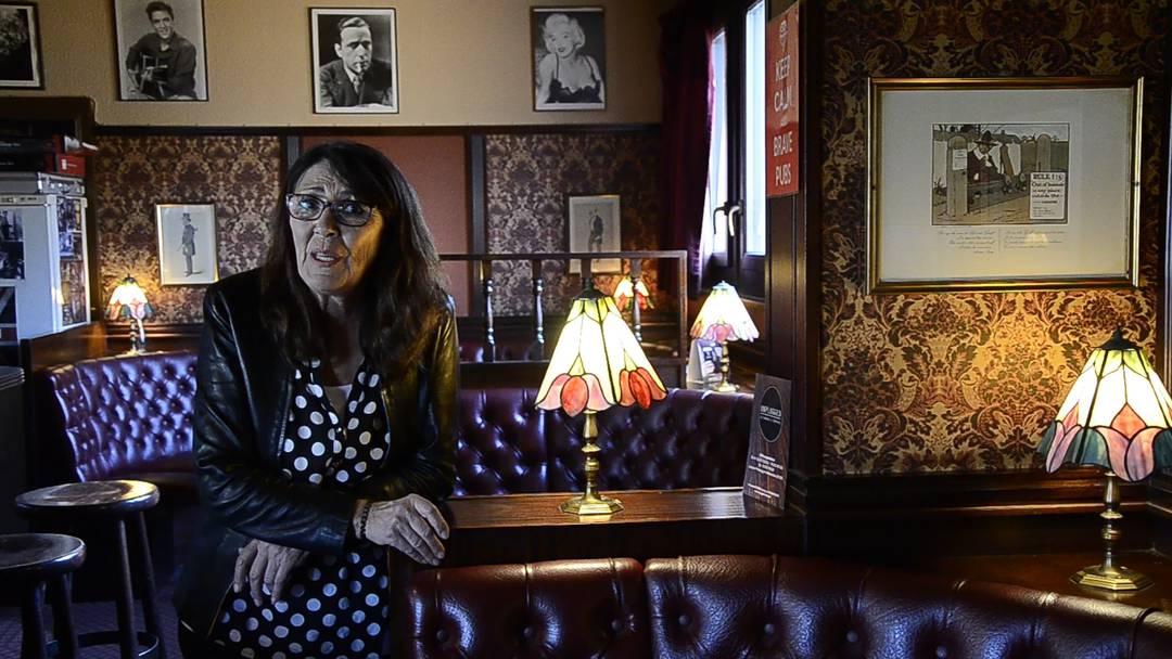 Laura Spycher vom Brugger «Laura's Pub» singt «Volver, volver»