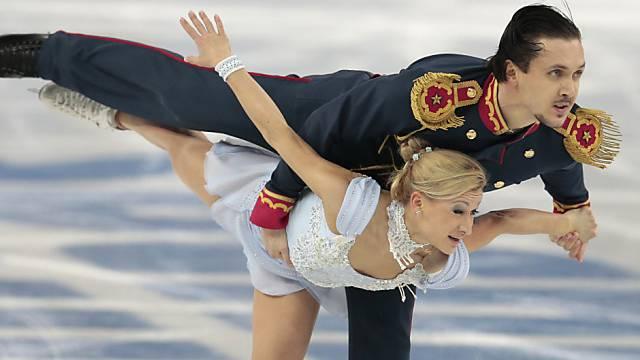Das russische Paar Wolososchar/Trankow nach dem 1. Tag auf Goldkurs