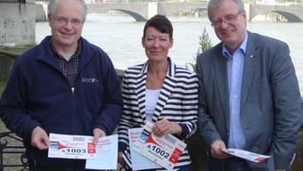 Ueli Urwyler, Präsident Gesundheitsforum (links), Stadträtin Béa Bieber und Sportkoordinator Daniel Vulliamy haben die Organisation fest im Griff. ach