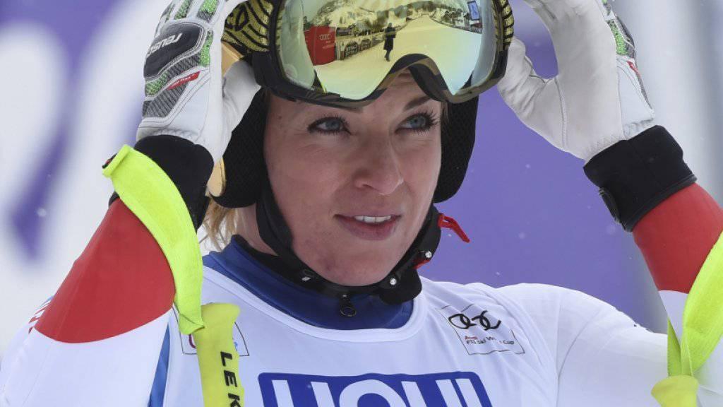 Lara Gut im Ziel in Val d'Isère