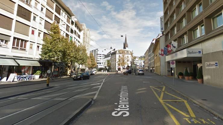 Der Raub geschah in der Steinentorstrasse. (Google Maps)