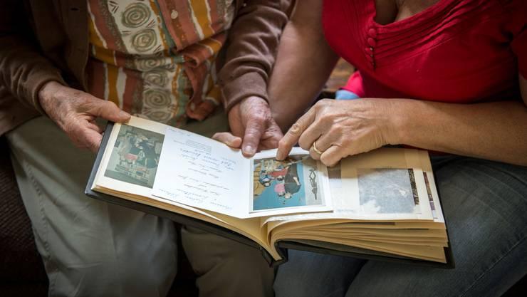 Demenz betrifft immer mehr Menschen. Auch Angehörige sind stark gefordert.