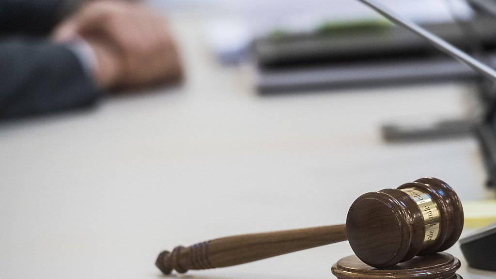 Die Richter des Bundesstrafgerichts in Bellinzona haben zwei nigerianische Brüder wegen Kokainschmuggels zu langen Freiheitsstrafen verurteilt. (Symbolbild)
