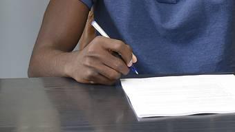 Der Bund wird strenger im Umgang mit Ausländern, die eine Integrationsvereinbarung unterschrieben haben. (Symbolbild)