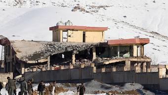 Das von den Taliban angegriffene Gebäude in der Provinz Wardak in Afghanistan stürzte teilweise ein. Über 60 Menschen wurden getötet.
