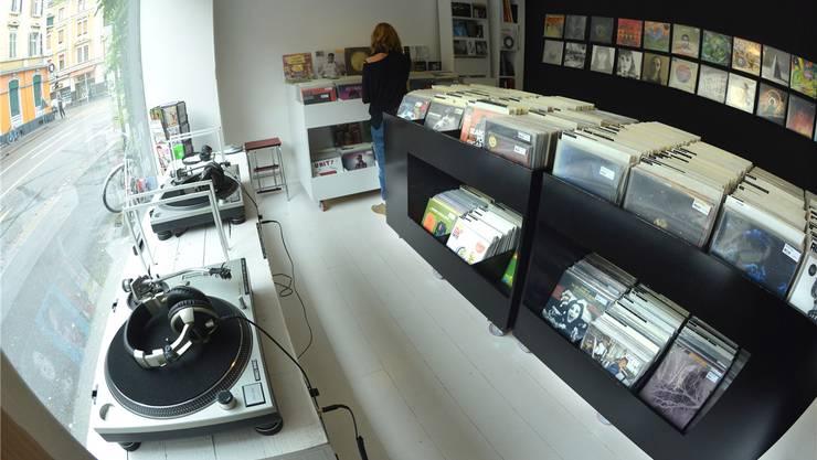 Im «Plattfon» an der Feldbergstrasse 48 ist Musik Liebhabersache: Nur Musik mit starkem Charakter landet auf den Turntables.