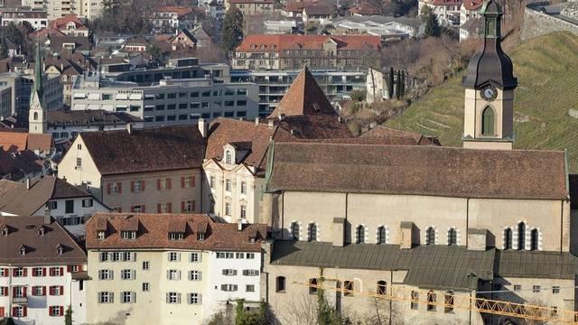 Der Churer Hof mit der Kathedrale, Sitz des Churer Bischofs Vitus Huonder, der die Steuerhoheit in Frage stellte (Archiv)
