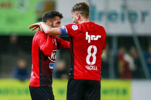 Der Torschütze zum 2:0 Varol Tasar und Olivier Jaeckle (Aarau) jubeln nach dem Tor.