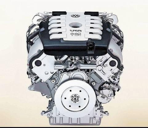 Nur ein Emblem am Kühlergrill, ansonsten ist der V8 optisch nicht von seinen schwächeren Brüdern zu unterscheiden.