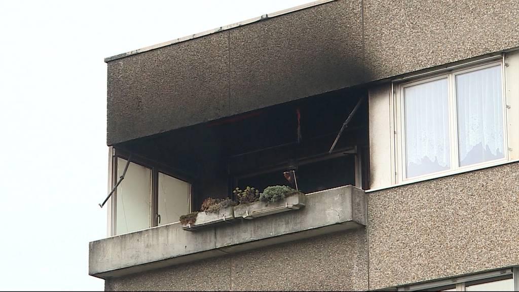 Brennende Kerze auf Balkon richtet grossen Schaden an
