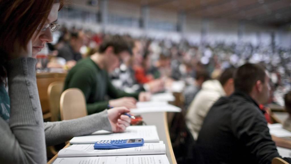 Immer mehr Schweizer besitzen einen Hochschulabschluss.