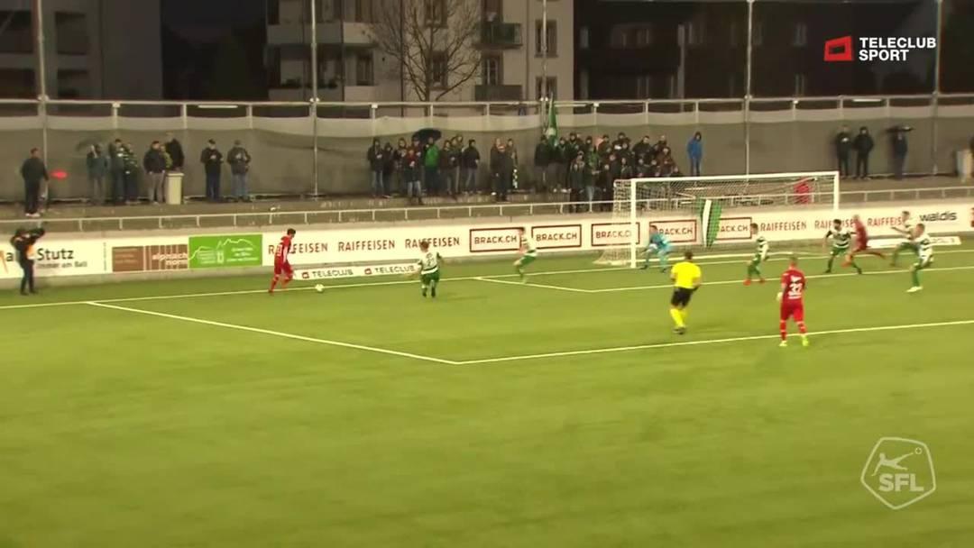 10. Minute: Auch Aarau ist nun langsam aufgewacht, Stefan Maierhofer wagt einen Versuch, scheitert aber an Torhüter Simon Enzler. Marco Schneuwly, der gleich danach einen Distanzschuss wagt, ergeht es nicht besser.
