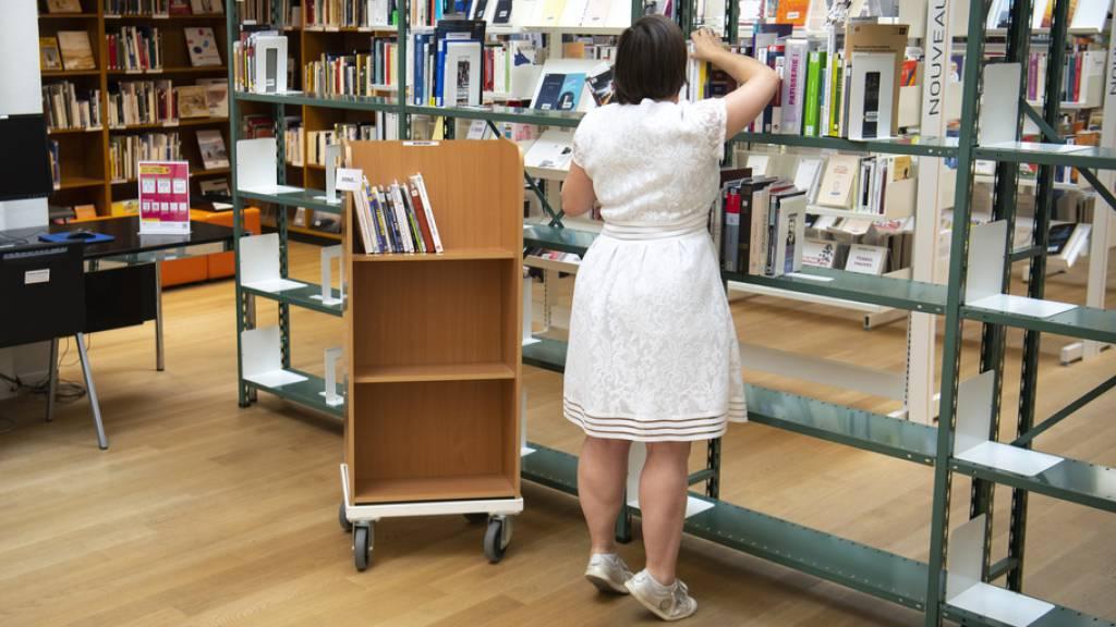 Weniger Bücher dafür mehr elektronische Medien in den Bibliotheken