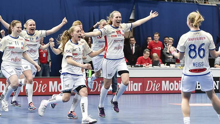 Dietlikons Spielerinnen jubeln nach dem letzten verwandelten Penalty