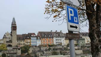 Das Parkieren auf Parkfeldern der Stadt Bremgarten soll in Zukunft teurer werden. Dafür hat der Stadtrat das Parkierungsreglement revidieren lassen.