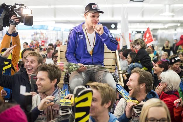 Rund 300 Fans erwarteten den Weltmeister.