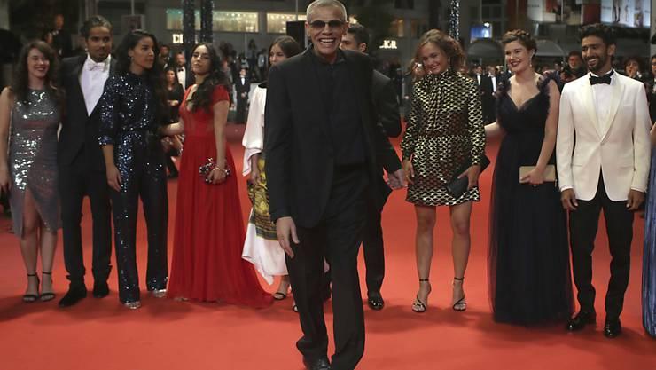 """Regisseur Abdellatif Kechiche und seine Darsteller feiern die Premiere des Films """"Mektoub, My Love: Intermezzo"""" in Cannes. (AP Photo/Petros Giannakouris)"""