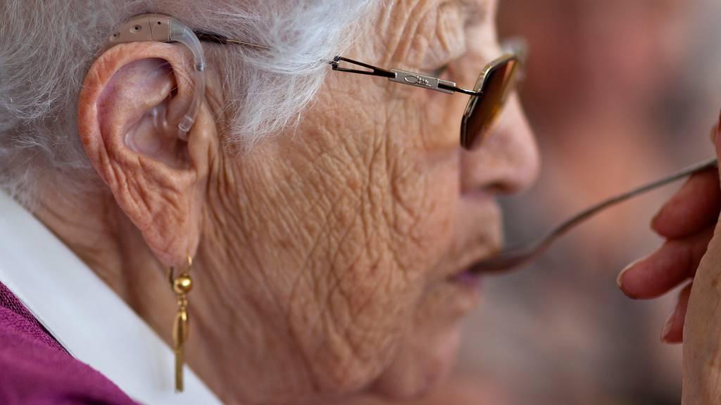 Zu hohe Preise für Hörgeräte: Bund sieht Handlungsbedarf