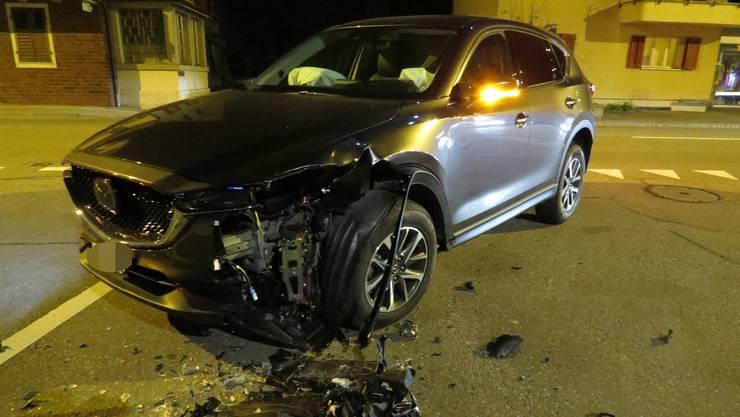 Der Unfall ereignete sich am Mittwochabend, kurz nach 22 Uhr in Sins auf der Luzernerstrasse.