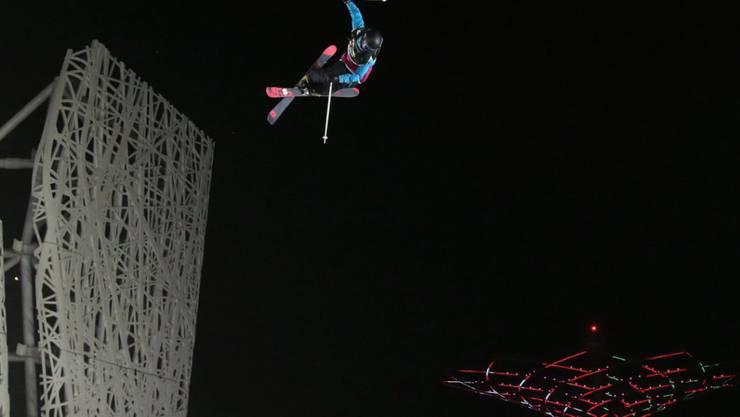 Mathilde Gremaud, hier bei ihrem Sprung auf das Big-Air-Podest in Mailand im November, mischt auch beim Weltcup-Finale in Silvaplana vorne mit. (Archivbild)