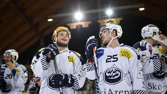 Zufriedene Gesichter bei den Ambri-Spielern nach dem 3:2-Auswärtssieg in Davos.