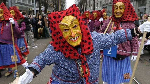 Auch in Zürich sind farbenfrohe Kostüme zu bewundern