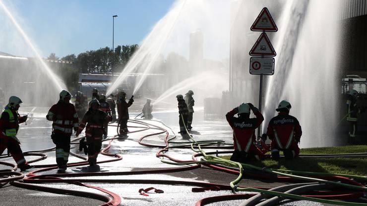 8000 Liter Wasser pro Minute waren erforderlich, um den Übungs-Brand unter Kontrolle zu bringen.