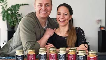 Sabina und Tom Sigrist haben «Nussmesan» erfunden. Dieser ist seit Kurzem bei Coop erhältlich.