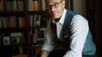 """Fabiano Alborghetti setzt mit seinem Buch """"Maiser"""" den italienischen Landarbeitern ein literarisches Denkmal, die mittellos in die Schweiz kamen und sich hier eine Existenz aufgebaut haben. """"Maiser"""" bedeutet übrigens soviel wie """"Maismann"""" oder """"Polentafresser""""."""