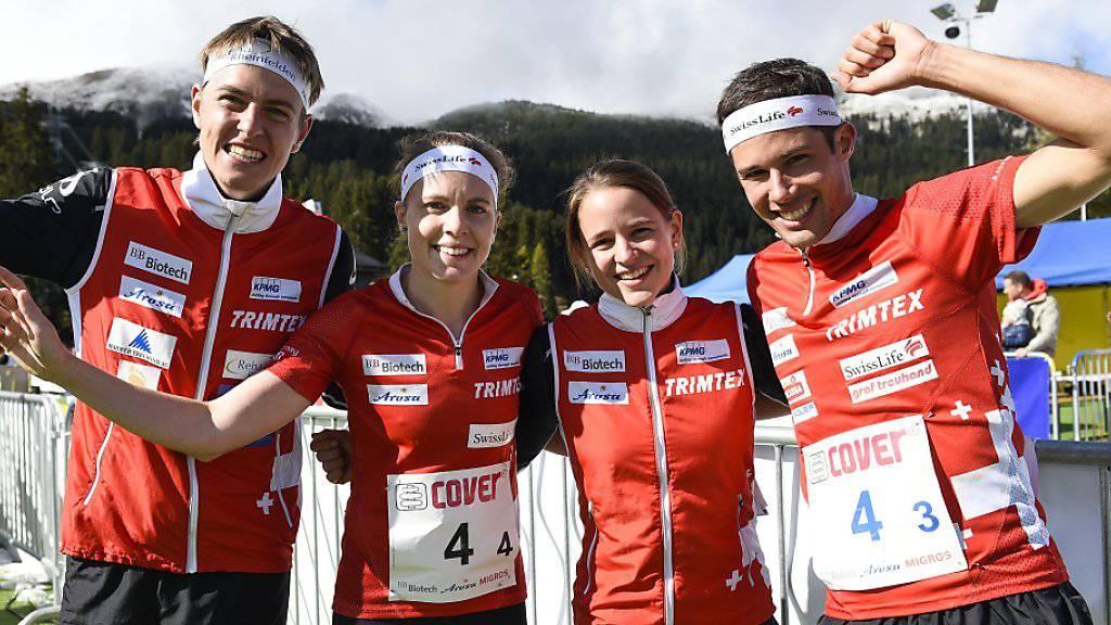 Matthias Kyburz, Sara Lüscher, Rahel Friederich und Martin Hubmann feiern.