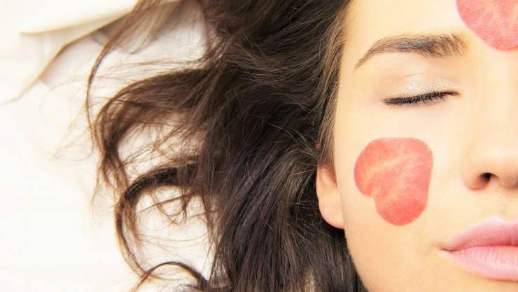 Die Voraussetzung für ein schönes Hautbild ist ein gesunder, ausgewogener Lifestyle.