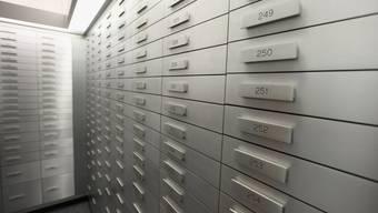 Im Inland gilt das Bankgeheimnis bisher als unantastbar. Blick in den Schliessfachraum einer Bank.