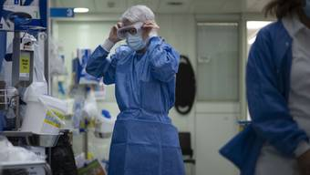 Das Universitätsspital Zürich hat trotz zahlreicher Patientinnen und Patienten mit Covid-19 noch freie Kapazitäten. (Symbolbild)