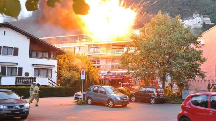 Auf dem Dach des Neubaus in Vaduz gab es mehrere Explosionen. Verletzt wurde niemand.