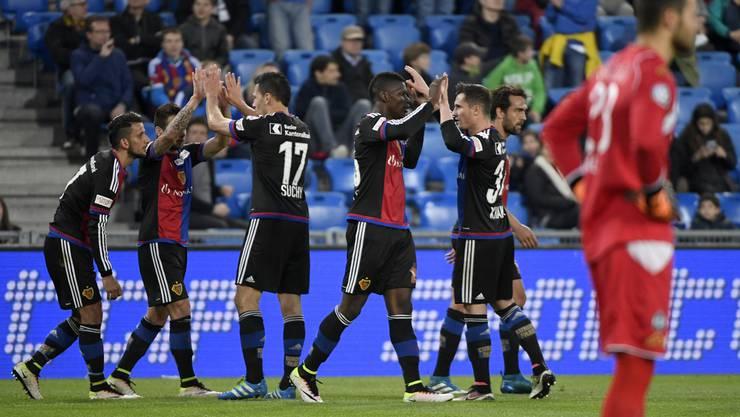 Embolo schiesst das erste Tor für Basel.