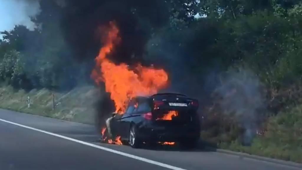 In Eich brannte ein Auto auf dem Pannenstreifen