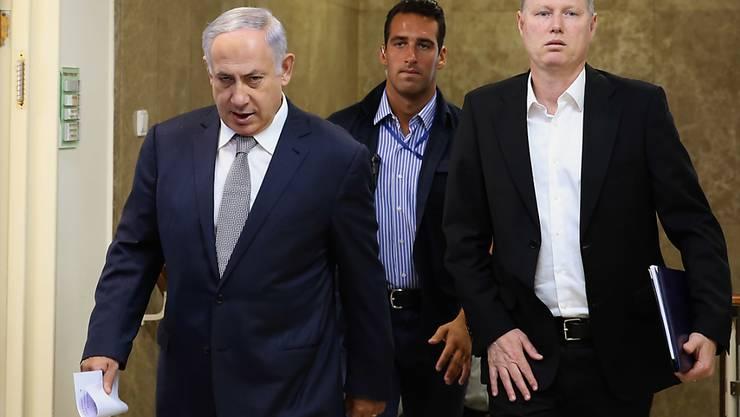Israels Regierungschef Netanjahu vor einer Kabinettssitzung: Aus dem US-Aussenministerium ertönte scharfe Kritik an der Genehmigung der Regierung für über 500 neue Siedlerwohnungen in Ostjerusalem. (Archivbild)